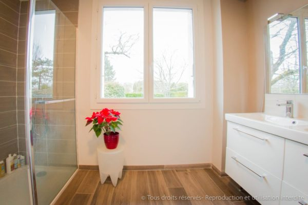 salle de bain transformée épurée design
