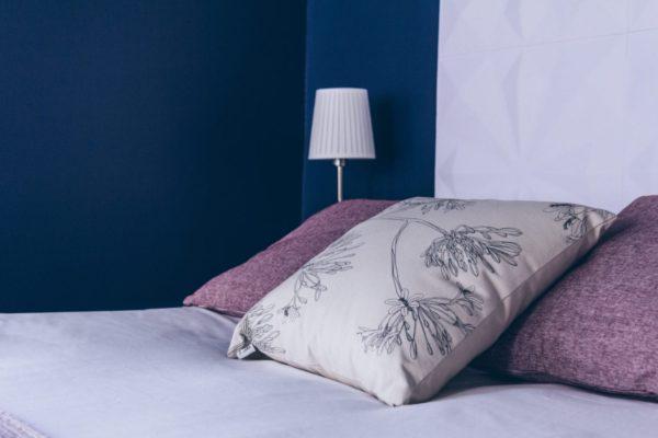 décoration chambre bleu violet